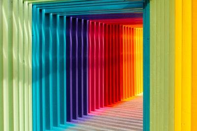パッケージの色が与える印象と大きな市場の流れについて話します。