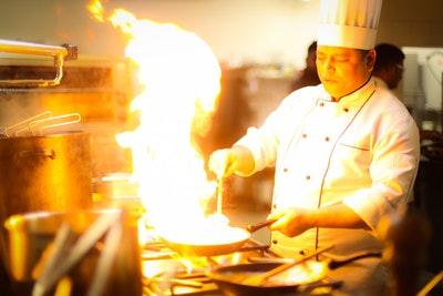飲食店で働くのに「調理師免許」は必要なし。「調理師免許」が必要なケースって?